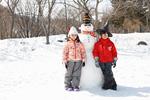 雪だるまと子供たち