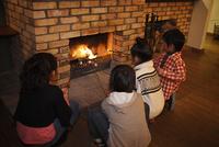 マシュマロを焼く子供たち