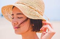 帽子を被った女性