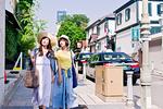 街を歩く女性二人