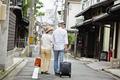 タイトル:旅行中のシニア夫婦
