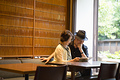 タイトル:本を読むシニア夫婦