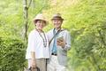タイトル:カメラ目線のシニア夫婦