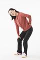 タイトル:腰が痛むシニアの女性