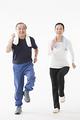 タイトル:ジョギングをするシニアのカップル