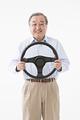 タイトル:高齢者運転イメージ
