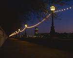 街灯とイルミネーション