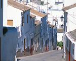 カサレスの町並