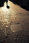 石畳とマンホール