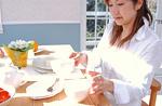 食卓の女性