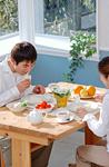 食卓のカップル
