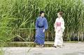 タイトル:散歩をする浴衣姿の男女