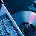 タイトル:ノートパソコンとCD