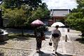タイトル:日傘と着物の女性