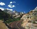 タイトル:岩山の道路