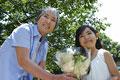 タイトル:花をもらうシニア
