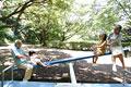 タイトル:シーソーで孫と遊ぶ