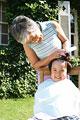 タイトル:髪を切る男の子