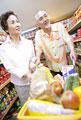 タイトル:買物をする夫婦