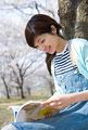 タイトル:読書中の女性