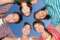 タイトル:笑顔の男女
