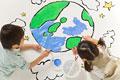 タイトル:地球の絵を描く子供達