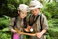 タイトル:探検をする男の子と女の子