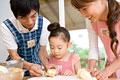 タイトル:親子揃っての料理作り