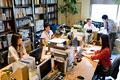 タイトル:オフィスで働いている人々