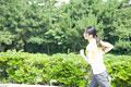 タイトル:ジョギングをする女性