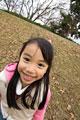 タイトル:笑顔の小学生