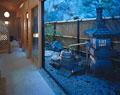 タイトル:旅館の中庭
