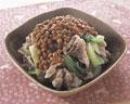 タイトル:ゆで豚肉の納豆ソース