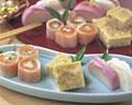 タイトル:おせち料理,かまぼこ,サーモン巻き,親子蒸し