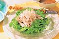 タイトル:春菊と蒸し鶏のゴマだれサラダ