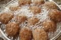タイトル:肉団子を揚げる