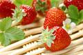 タイトル:複数のイチゴ(さちのか)