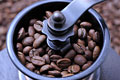 タイトル:コーヒーミルの中のコーヒー豆