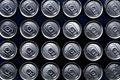 タイトル:一面の缶ビール