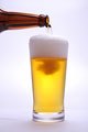 タイトル:ビールを注ぐ