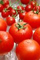 タイトル:複数のトマト