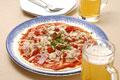 タイトル:ツナとベーコンのピザとビール