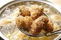 タイトル:カキフライを揚げる