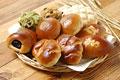 タイトル:6種類のパン(あんぱん・ジャムパン・クリームパン・メロンパン・コロネ・蒸しパン)