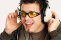 タイトル:Man singing along to music