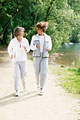タイトル:Women walking