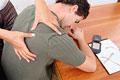 タイトル:Woman massaging man