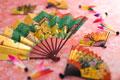 タイトル:扇子と羽根
