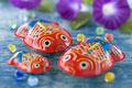 タイトル:金魚のブリキ玩具と朝顔