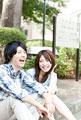 タイトル:談笑する大学生